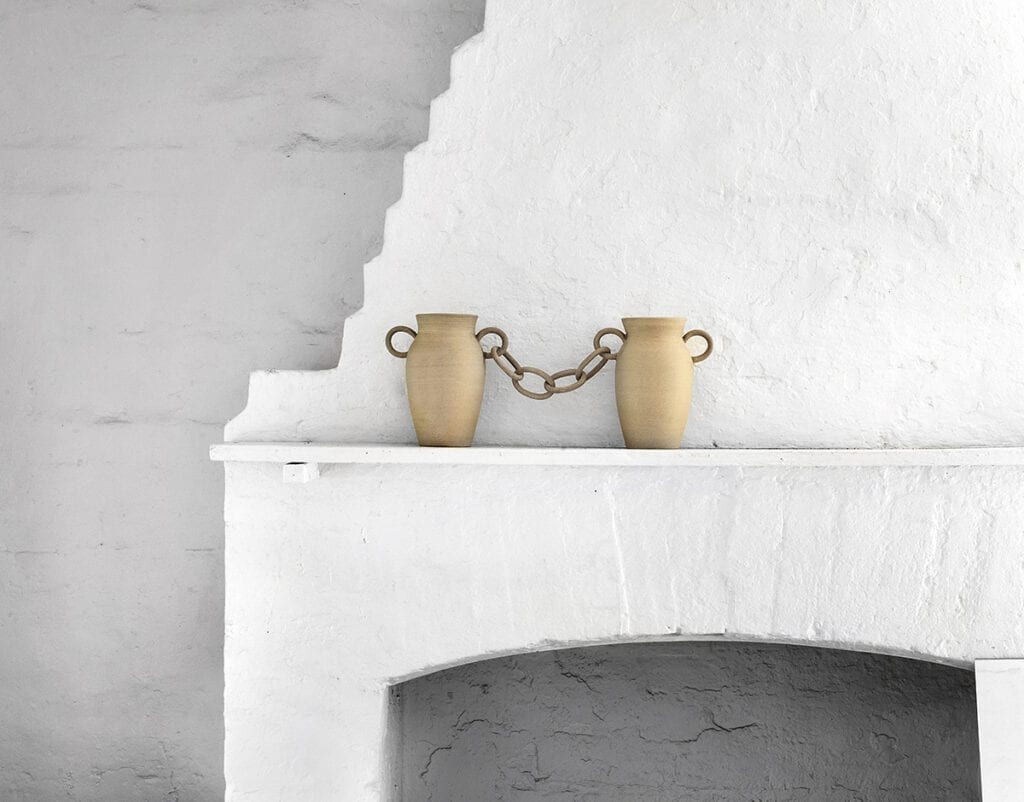 Chains are trending - ceramic decorative objects