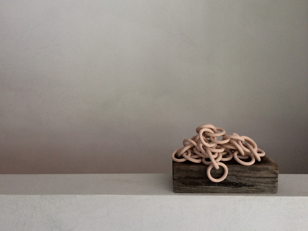 5 ceramic objects proves chains are trending